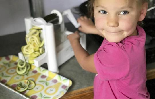 Ăn 3.000 trái bơ, bé 5 tuổi đẩy lùi bệnh động kinh - 1