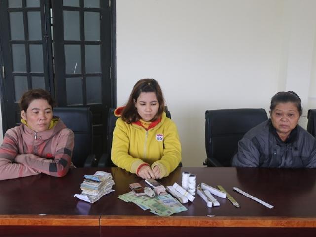 """Gắp tiền trong hòm công đức, 3 nữ tặc nhận """"cái kết đắng"""""""