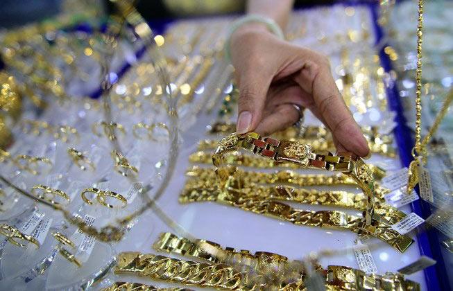 Vàng nội đảo chiều, rẻ hơn vàng ngoại gần 300.000 đồng - 1