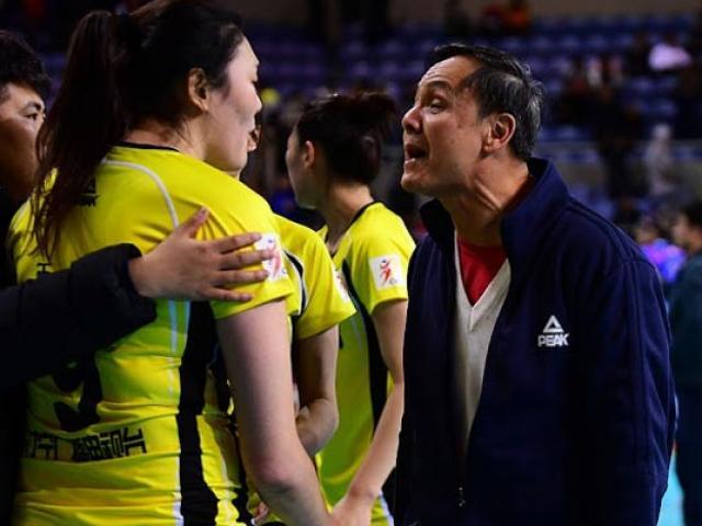 """Nổi điên: Nữ VĐV bóng chuyền Trung Quốc """"bật"""" thầy, chửi đồng đội"""