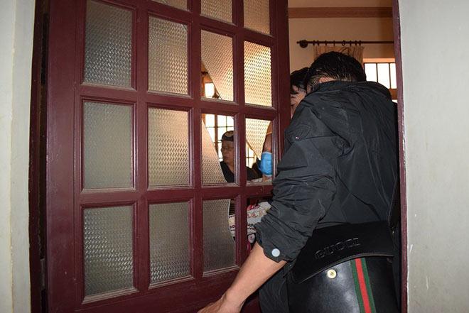 Tên cướp gài điện,tử thủ trong nhà dân ở quận Tân Bình - 5