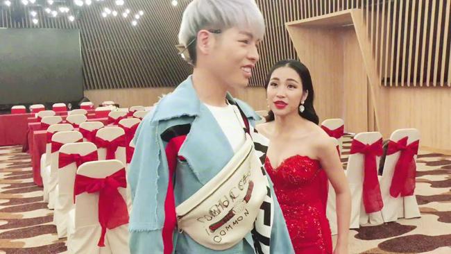 Cùng đội với Đức Phúc trong nhóm Hoa dâm bụt, Hòa Minzy nhiều lần khiến fan cười té ghế vì những đối thoại hài hước trong hậu trường.