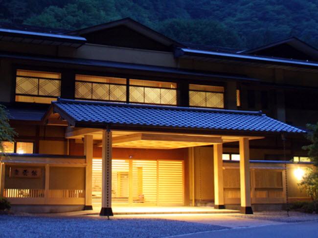 Nishiyama Onsen Keiunkan, Yamanashi, Nhật Bản (Năm 705): Đây là khách sạn lâu đời nhất thế giới và được quản lý bởi 52 thế hệ của cùng một gia đình.