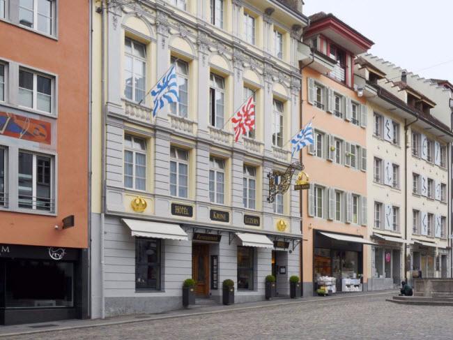 Hotel Krone, Solothurn, Thụy Sĩ (Thế kỷ 15): Khách sạn từ thế kỷ thứ 15 có 31 phòng phục vụ du khách tới thăm thị trấn cổ Thun.