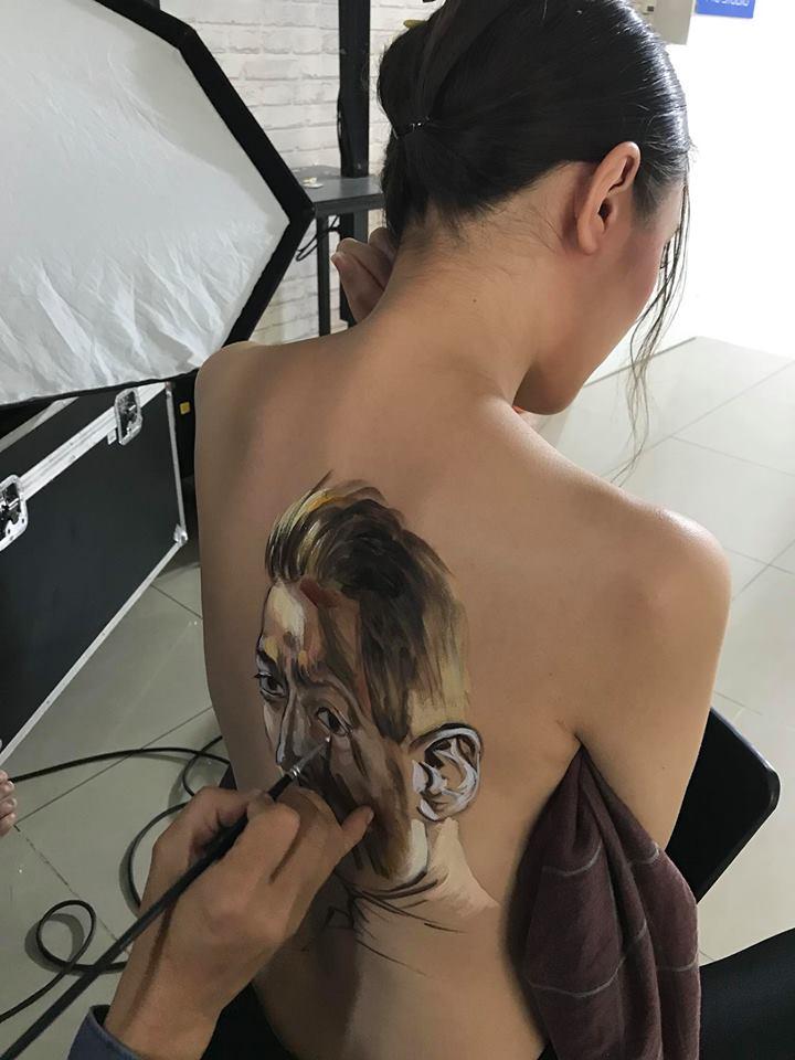 """Người đẹp xứ Nghệ """"cởi áo"""" chụp ảnh cổ vũ cho tiền vệ Mesut Ozil - 5"""