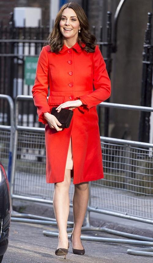 Vì sao công nương Anh không bao giờ cởi áo khoác nơi công cộng? - 1