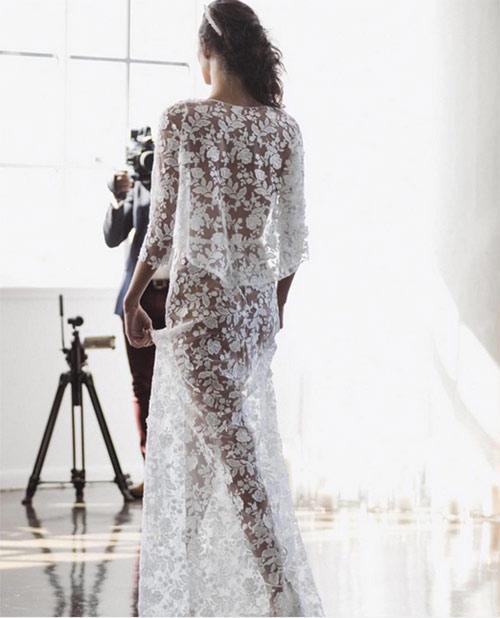 Ngã ngửa vì những cô dâu mặc váy cưới như ở trần - 13