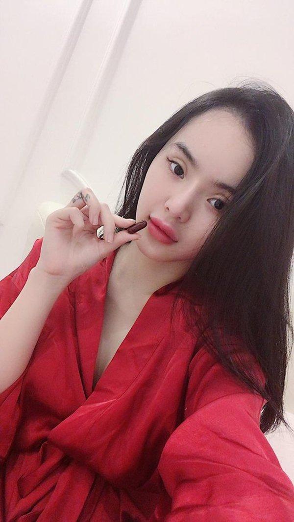 Nín thở với loạt váy áo ngủ trễ nải của em gái Angela Phương Trinh - 6