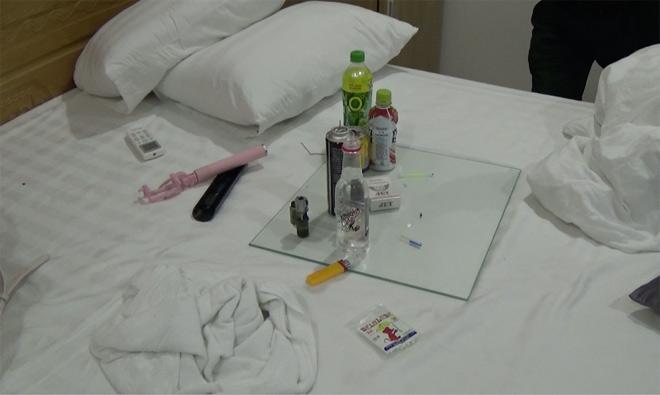 """Nhiều nam nữ """"phê"""" ma túy trong khách sạn ở Sài Gòn ngày 26 Tết - 2"""