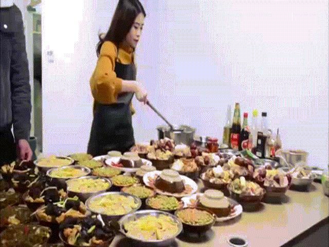 Choáng với tiệc tất niên theo cách Thánh ăn công sở