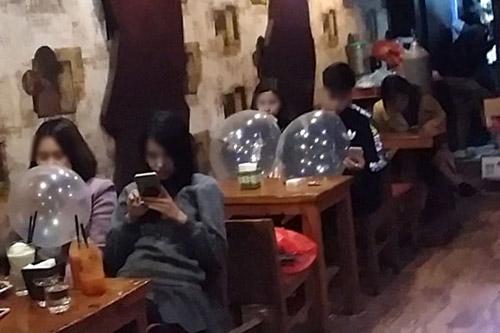 Nhiều quán Karaoke ở Hà Nội hút khách bằng Shisha, bóng cười - 1