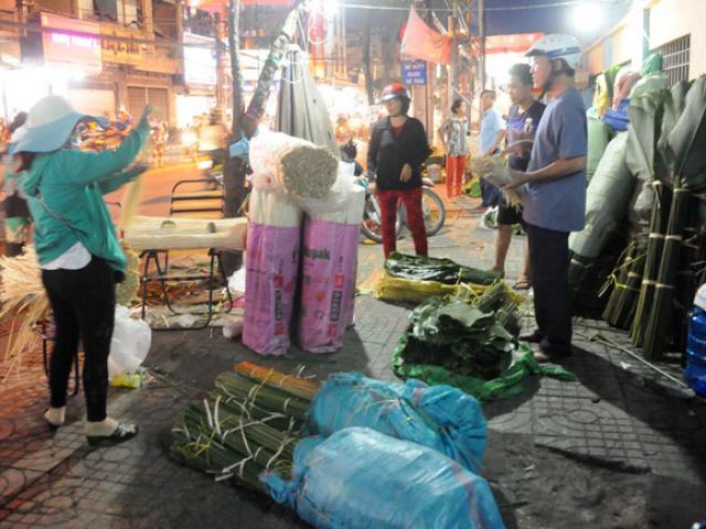 Chợ hoạt động cả ngày lẫn đêm, chỉ có vào dịp Tết ở Sài Gòn