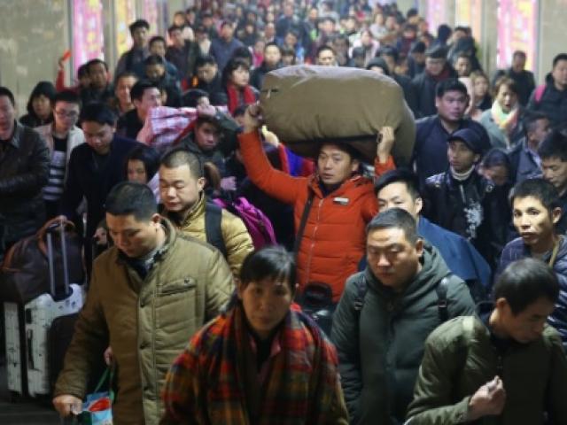 """Hàng triệu người Trung Quốc không """"thèm"""" về quê ăn Tết"""