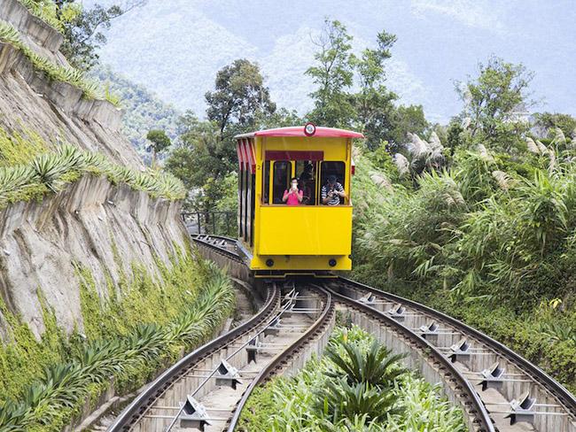 Trang Business Insider bình luận: Việt Nam đang ngày càng trở nên nổi tiếng, và Đà Nẵng góp một phần không nhỏ tạo nên sự bùng nổ đó. Nơi từng là một bến cảng đã phát triển thành đô thị trù phú với vô số điểm đặc biệt thu hút du khách thập phương.