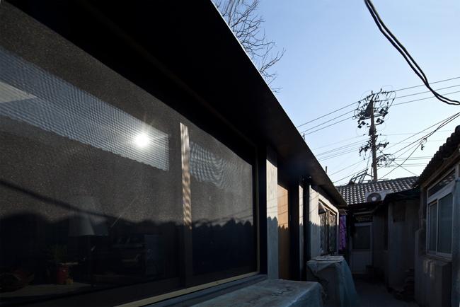 Các khu ổ chuột ở Bắc Kinh ngày nay thường là những nơi lộn xộn, đông đúc, kém vệ sinh, tối tăm và ngột ngạt.