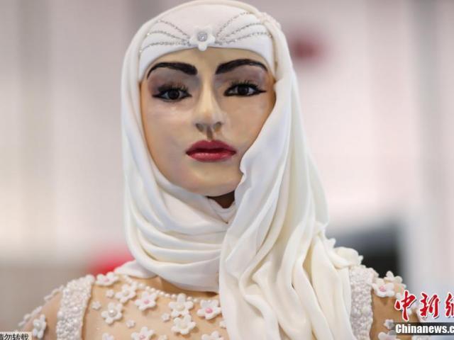 """Ngắm """"cô dâu"""" nạm kim cương ăn được, trị giá 22,6 tỷ đồng duy nhất chỉ có ở Dubai"""