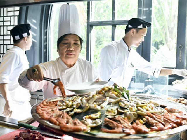 """Người đầu bếp nổi tiếng với câu chuyện """"Quốc yến đãi 21 nguyên thủ APEC"""""""