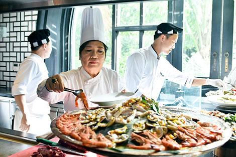 """Người đầu bếp nổi tiếng với câu chuyện """"Quốc yến đãi 21 nguyên thủ APEC"""" - 1"""