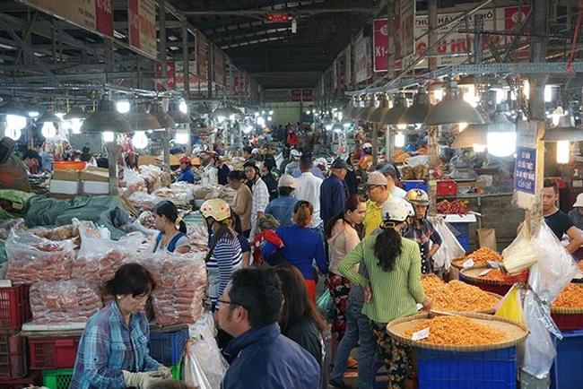 Chợ thủy hải sản khô Bình Điền thuộc xã Bình Hưng (huyện Bình Chánh, TPHCM) là điểm đến không thể bỏ qua của những tín đồ ưa thích các loại khô.