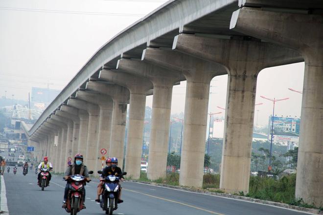 Đường cong uốn lượn của metro đầu tiên ở SG sau 6 năm thi công - 1
