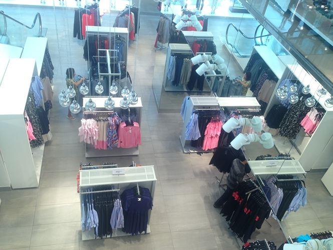 Hàng thời trang ở trung tâm thương mại Sài Gòn vắng hoe - 1