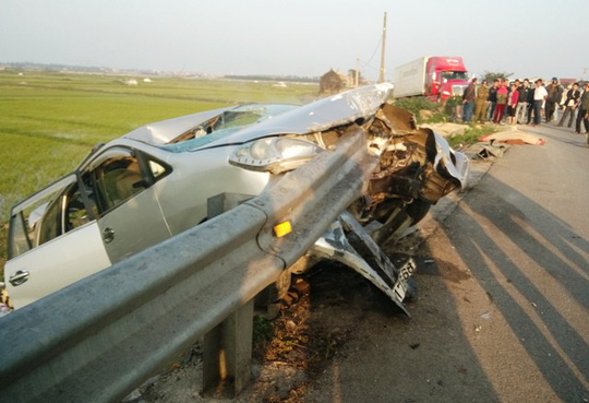 Thuê ô tô về quê đón Tết, 6 người thương vong - 1
