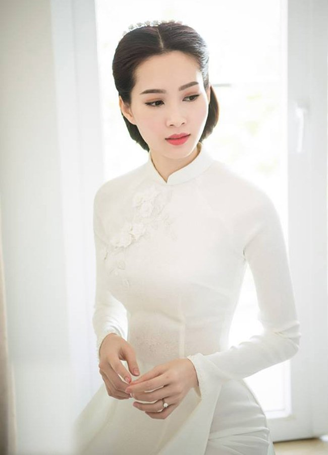 Ngẩn ngơ ngắm mỹ nhân Việt khoe đường cong vệ nữ với áo dài - 1