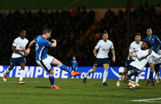 Rochdale - Tottenham: Rượt đuổi nghẹt thở, ôm hận phút 90+3 - 1