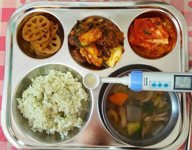 Bữa trưa tại trường học ở các nước có những gì? - 1