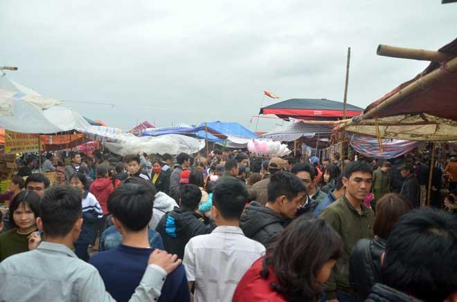 """Chợ Viềng Nam định ở Huyện Nào: Chợ Viềng Chưa Khai Hội, đường Về Phiên Chợ """"cầu May"""" đã"""
