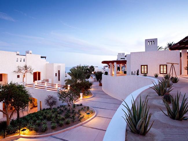 Khách sạn Las Ventanas al Paraiso có những dịch vụ tuyệt vời cho khách như quản gia cá nhân, trái cây tươi miễn phí và sân hiên riêng với kính thiên văn.