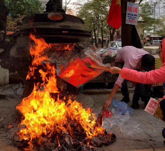 Giáo hội Phật giáo Việt Nam đề nghị bỏ tục đốt vàng mã - 1