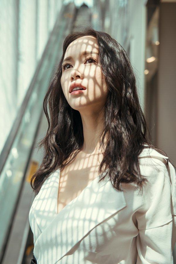 """Vũ Ngọc Anh: """"Hoa hậu nhiều hơn dân thường, người đẹp khó tồn tại trong showbiz"""" - 1"""