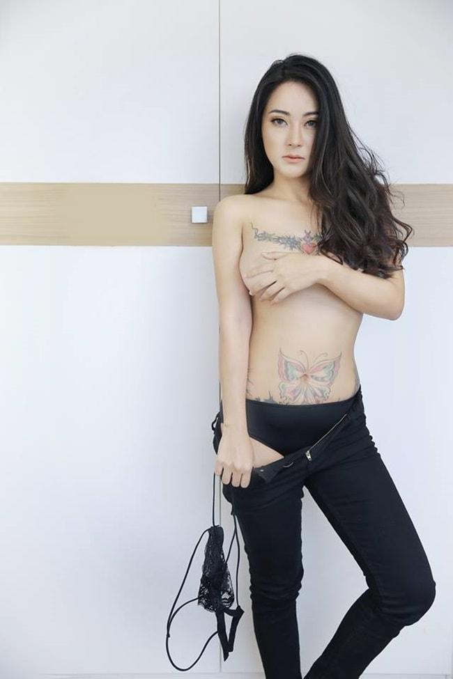 Các chân dài Thái Lan xem việc xăm mình như một cách làm đẹp.