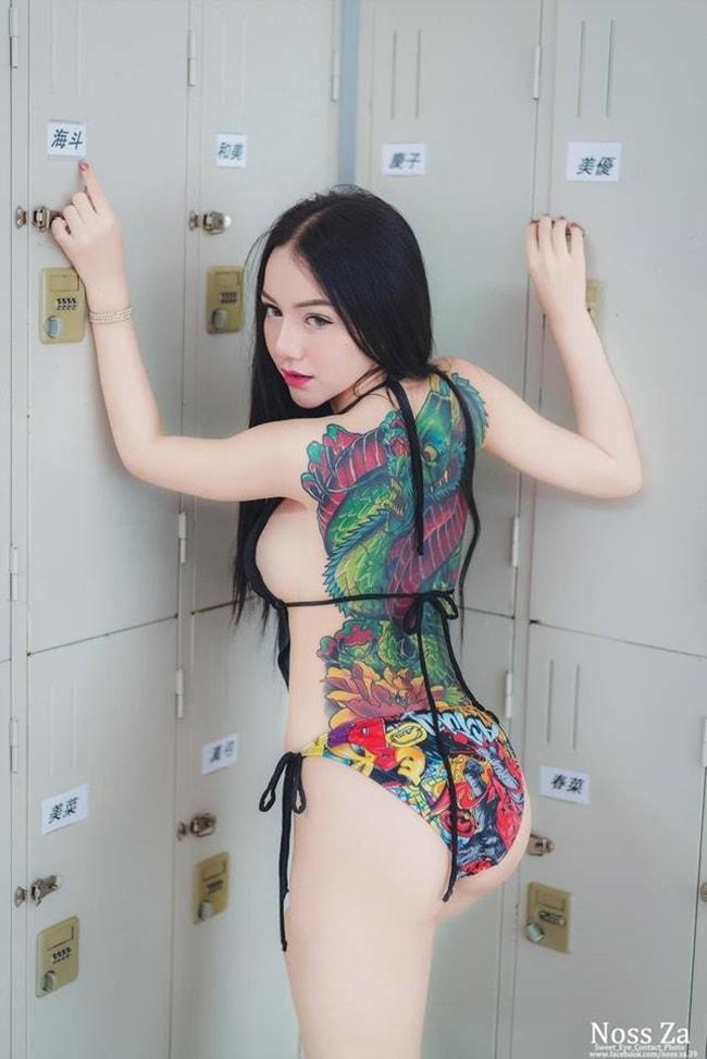 Không ở đâu mà các người mẫu lại thích xăm kín lưng như Thái Lan.