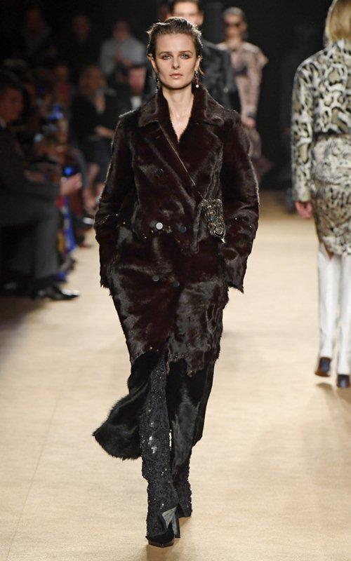 Váy xẻ cao nóng bỏng của Roberto Cavalli được khen hết lời tại Milan FW - 8