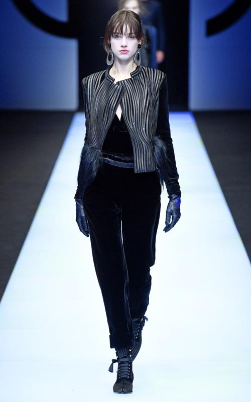 BST gần 100 mẫu cực sang chảnh của Giorgio Armani ở Milan Fashion Week - 1