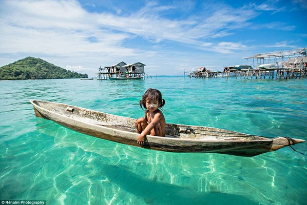 Bộ lạc Malaysia cả đời chỉ sống trên biển - 1