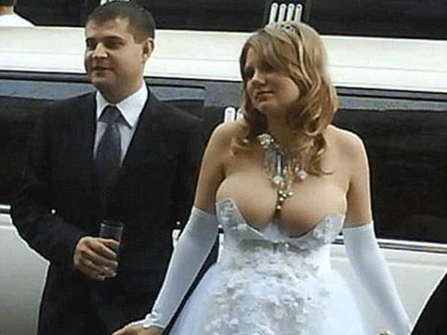 """Hình ảnh các cô dâu khiến hai họ phải """"đỏ mặt"""""""
