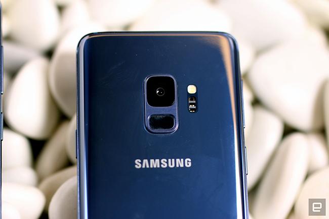 Galaxy S9 và S9+ có khả năng thu được 960 khung hình trên giây, tạo nên những khoảnh khắc tuyệt vờivới những thước phim tốc độ siêu chậm. Galaxy S9 và S9+ còn mang đến tính năng Motion Detection thông minh có thể tự động phát hiện chuyển động trong khung hình và tự động bắt đầu ghi lại -tất cả những gì người dùng cần làm là thiết lập góc quay.