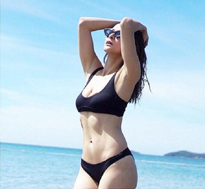 Người đàn bà đẹp nhất Philippines khoe múi bụng quá đỗi sexy - 1