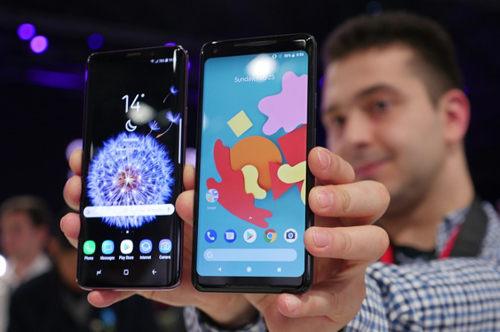 """Samsung Galaxy S9+ với Google Pixel 2 XL: """"Mèo nào cắn mỉu nào""""? - 1"""