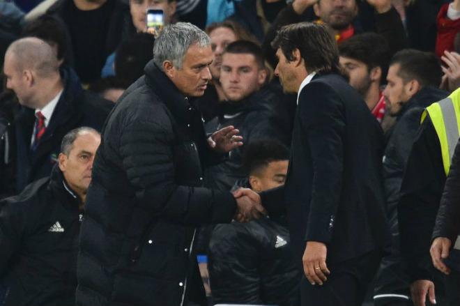 """MU thắng ngược Chelsea: Mourinho """"đổi bài sốc"""", đẩy Conte sát bờ vực thẳm - 1"""