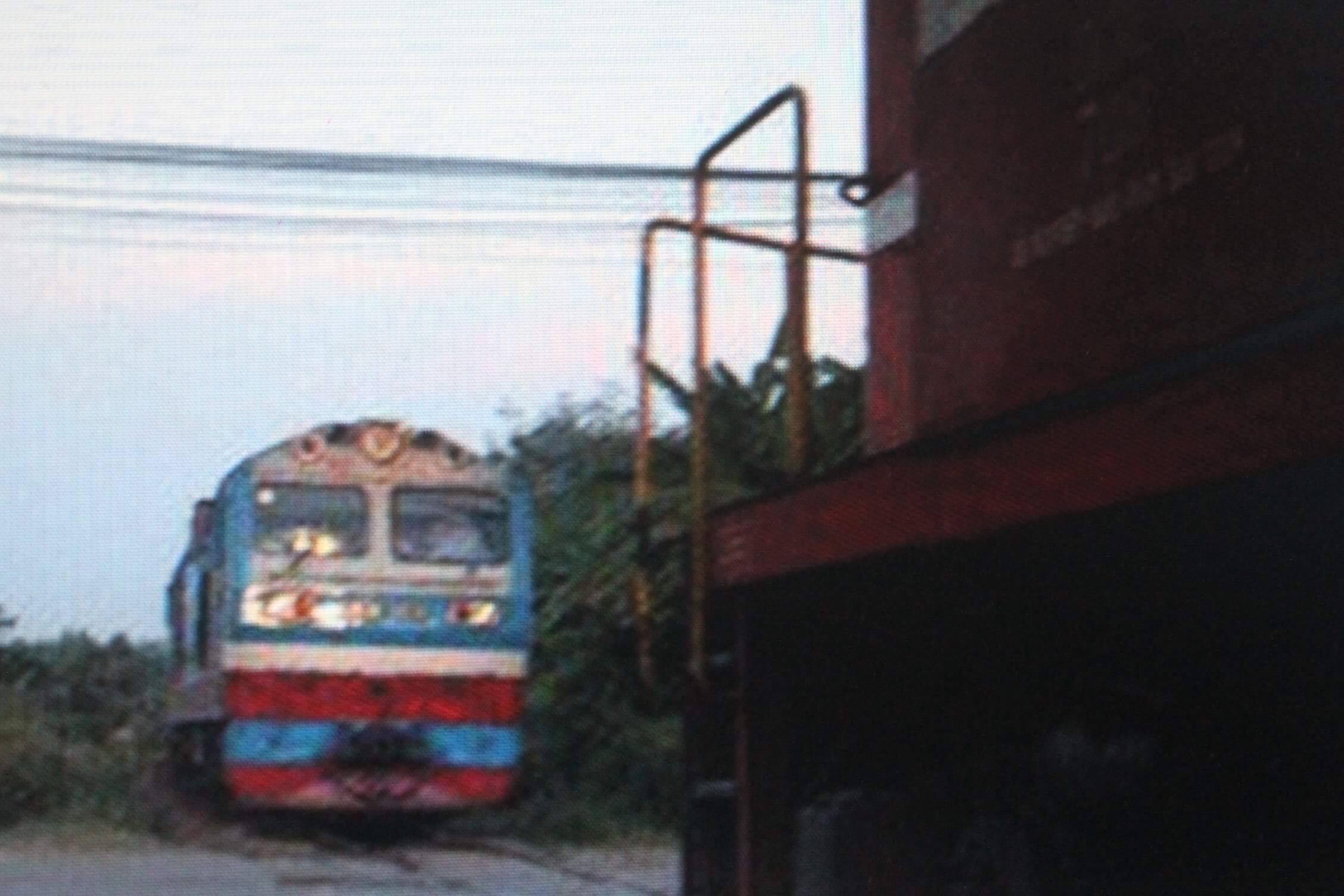 Hai tàu hỏa suýt đâm nhau, kịp dừng khi cách nhau 10m - 1