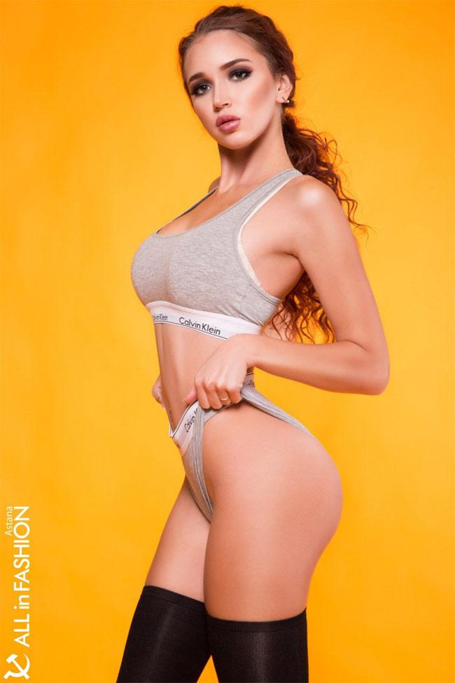 Astana Anna Targoniy, 20 tuổi, hiện nay đang làm người mẫu.