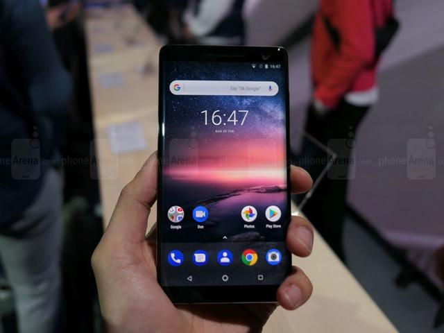 """Trên tay Nokia 8 Sirocco cấu hình """"trâu"""""""