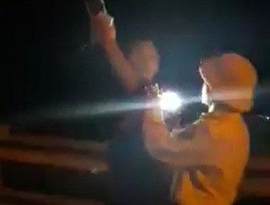 """Đình chỉ CSGT rọi đèn pin, """"vung tay"""" với người quay phim - 1"""