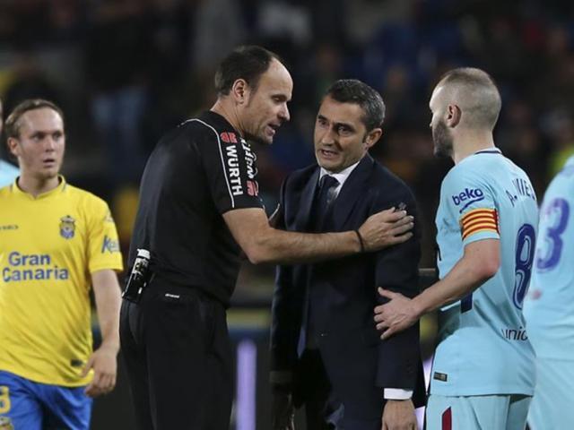 Barca rơi chiến thắng: HLV Valverde lo sợ, Pique đòi tẩn trọng tài