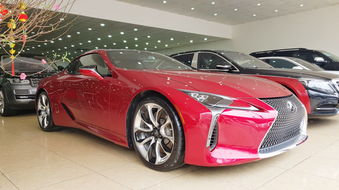 Lexus LC500 trưng bày tại showroom với giá bán gần 10 tỷ đồng - 1