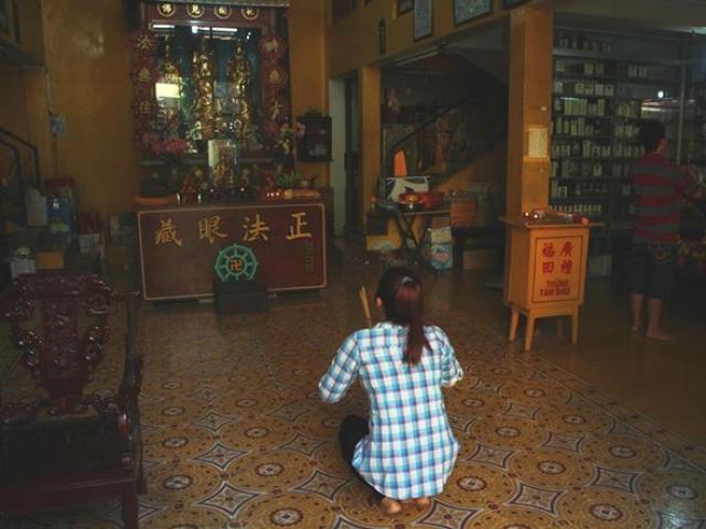 Bên trong ngôi chùa không đốt vàng mã suốt 20 năm